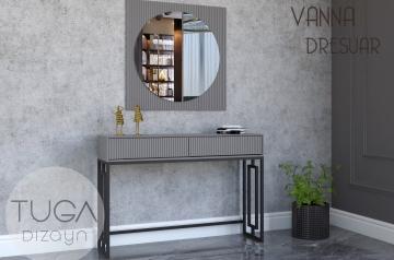 Vanna Dresuar ve Ayna